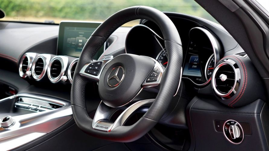 Auto interieur via Pixabay Mercedes